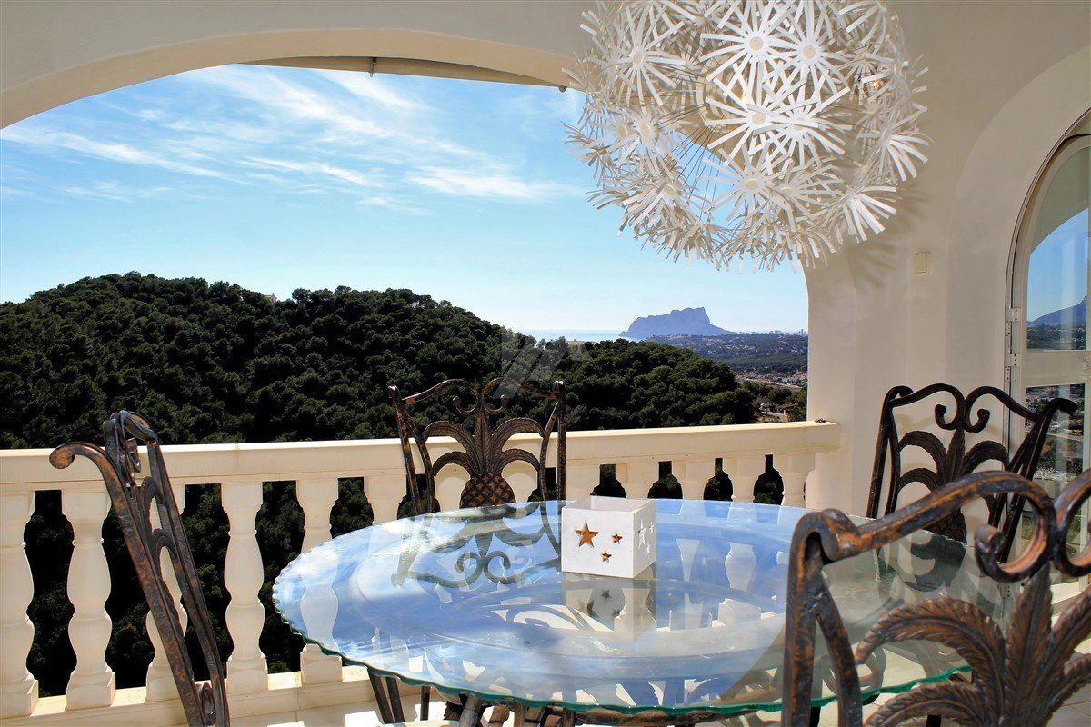 Zee uitzicht villa te koop in Moraira