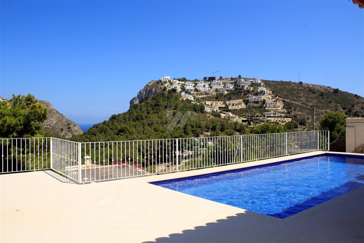 Nieuwbouw villa te koop in Moraira, uitzicht op zee.