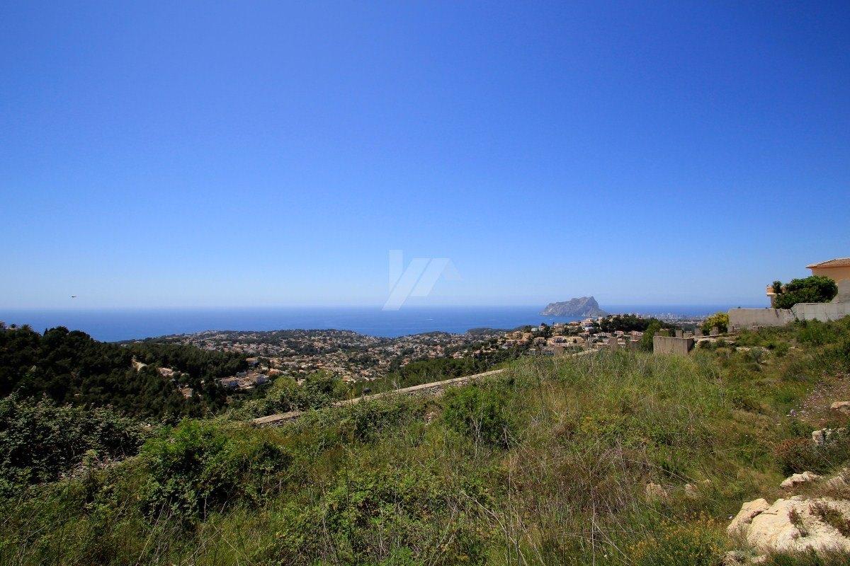 Panoramisch zeezicht perceel te koop in Teulada-Moraira, Costa Blanca.