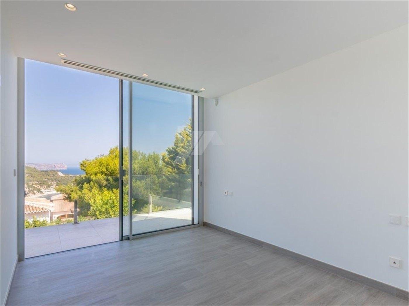 Zeezicht nieuwbouw villa te koop in Javea, Costa Blanca.
