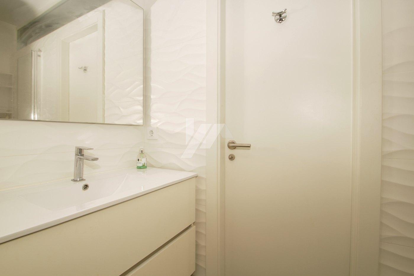 Luxe appartement met zeezicht te koop in het centrum van Moraira.