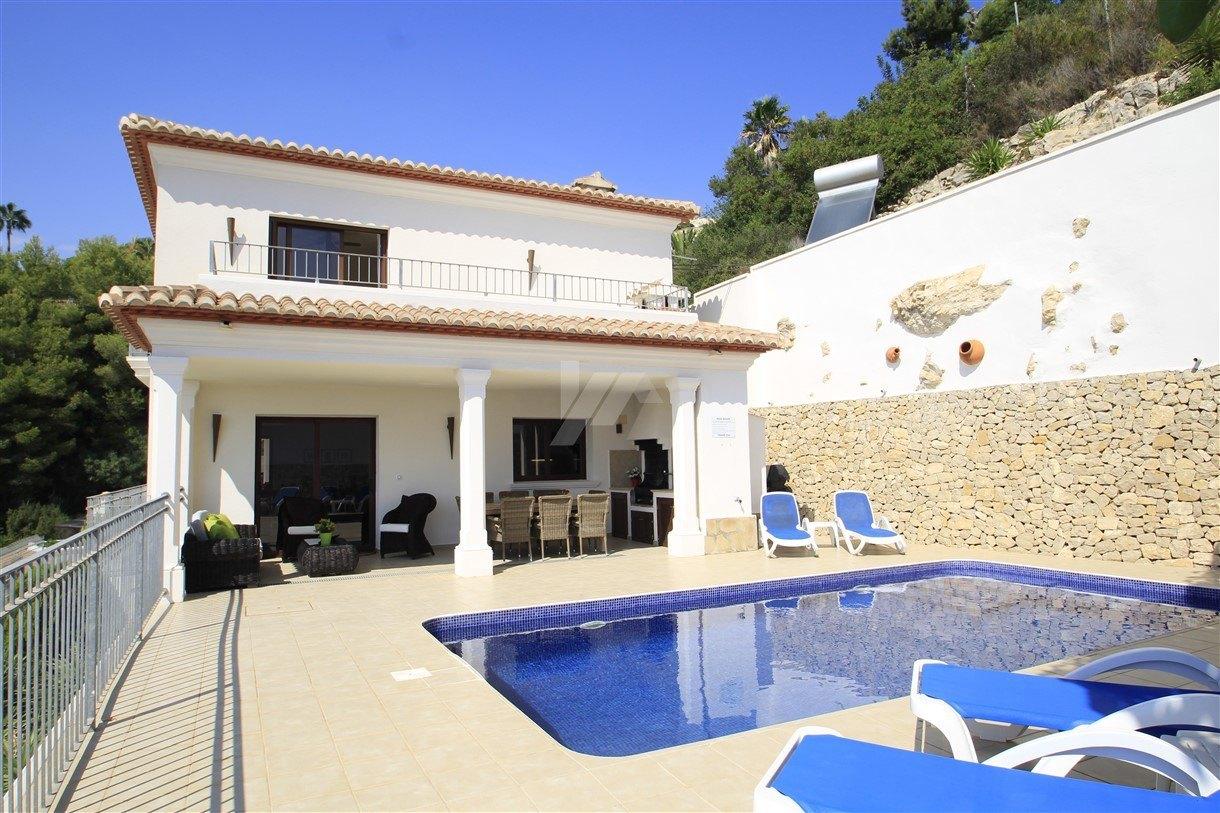 Onberispelijke villa met uitzicht op zee te koop in Moraira, Costa Blanca.